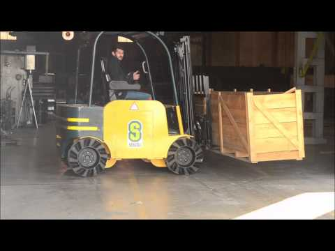FORKLIFT WITH MECANUM WHEEL