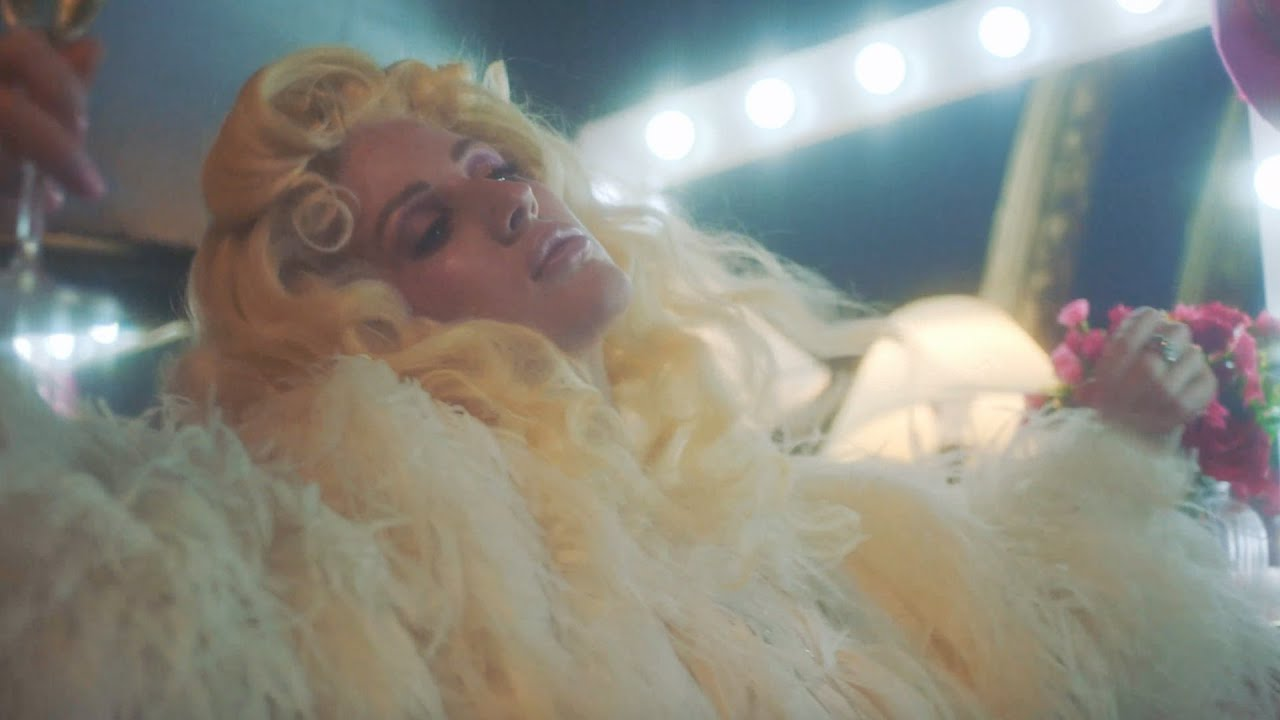 Silk City - New Love (feat. Ellie Goulding) (Official Music Video) - YouTube