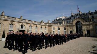 REPLAY - La ville de Paris rend hommage aux pompiers après l'incendie de Notre-Dame