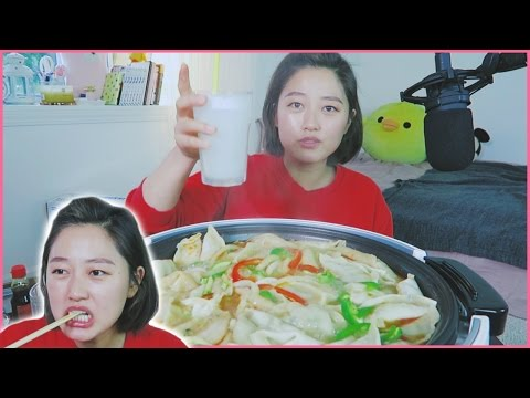 [ Things in a Pot ep.2 ] Kimchi Chives Dumplings Nabe Hot Pot easy! Mukbang!