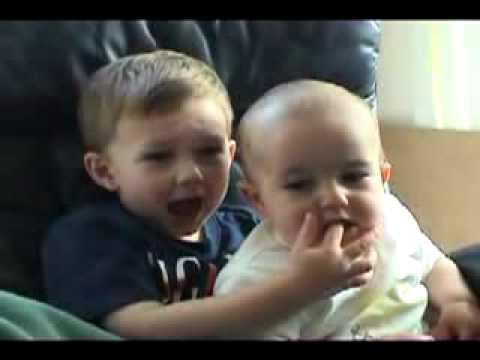 VnExpress - Những em bé dễ thương trên YouTube - Nhung em be de thuong tren YouTube.flv