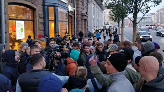 Гигантские очереди, давка и ажиотаж. Продажи «айфона» в Москве