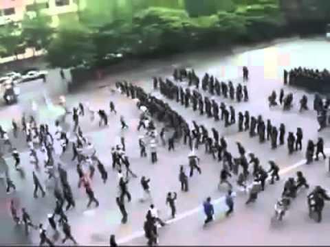 國外政府處理示威者實況_美國警察鎮壓示威者2   Doovi