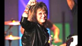 SUZI QUATRO Breaking Dishes