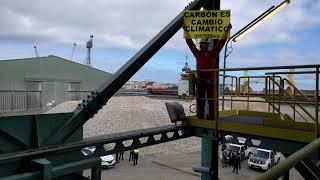 ACCIÓN/ Bloqueamos un almacén de carbón del puerto de A Coruña