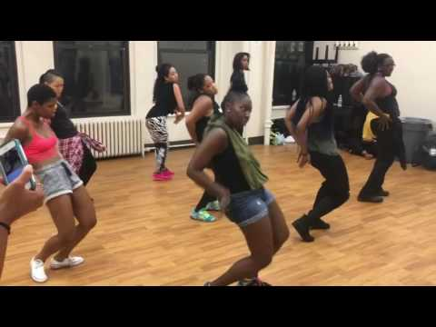 "ILLY's dance CLASH: ""Pam Pam"" by Ketchup"
