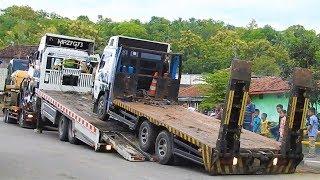 BIG Digger Excavator Transport By Self Loader Truck Mobilisasi Alat Berat CAT 336D LME CAT 320D