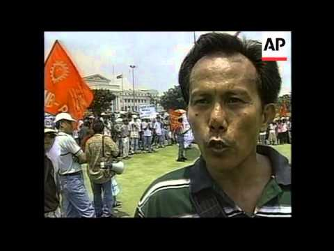 PHILIPPINES: MANILA: ANGRY FARMERS PLANT RICE ON GOLF COURSE