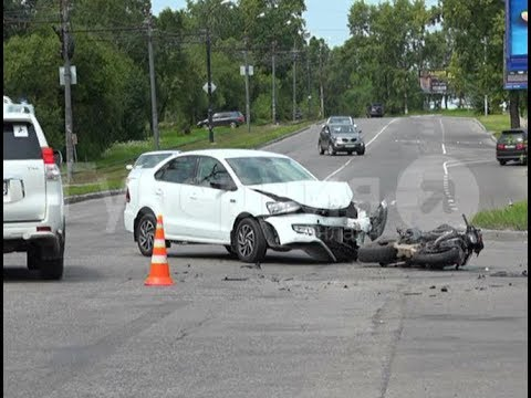 Мотоциклист пострадал в ДТП на хабаровском перекрестке. Mestoprotv