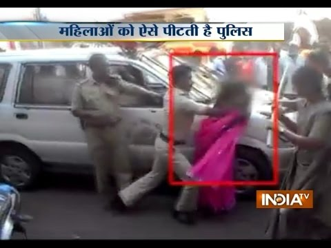 Watch Police Cruelty, Lathicharged on Women in Karnataka - India TV