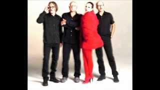Watch Garbage April Tenth video