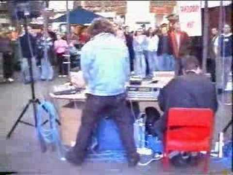 Komputer - Looking Down On London (Live On Spitalfields Market 2002)