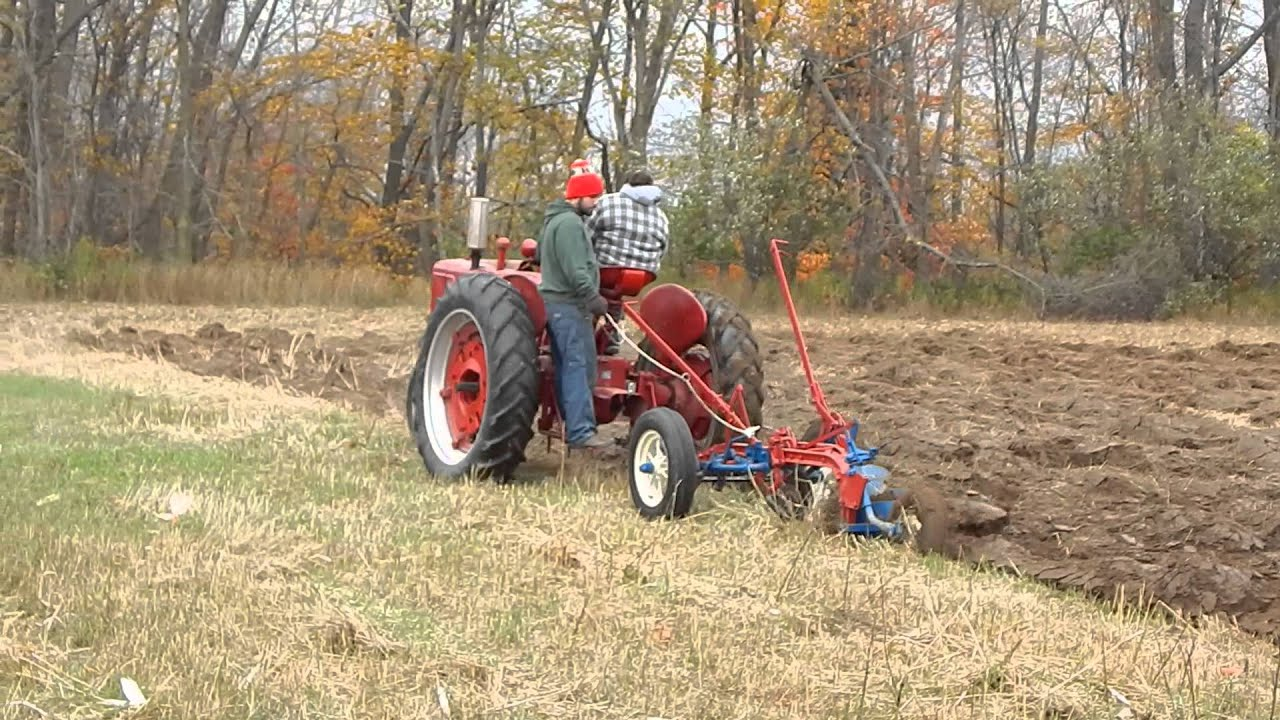 Little genius plow with Farmall H  YouTube