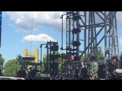 Noah Cyrus - Make Me Cry (EndFest Sacramento) May 14, 2017