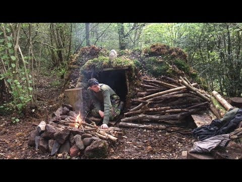 Solo moss shelter overnight camp and oven cooking apple pie