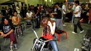 【HOOLIGAN'S】のバイクを見るために神戸で年1回開催されるニューオー...