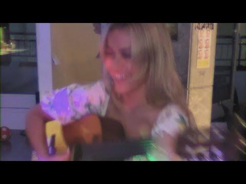 Смотреть клип Julie Bergan - One Touch