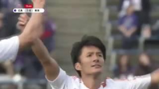 ロングボールに抜け出した味方からのパスを途中出場の田中 達也(新潟)...