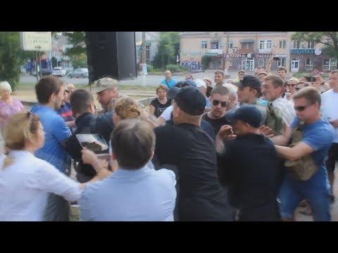 Савченко в Николаеве забросали яйцами.Чуть не дошло до драки 25.06.17