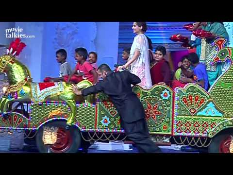 Salman Khan Dancing With Sonam At Prem Ratan Dhan Payo Promotions