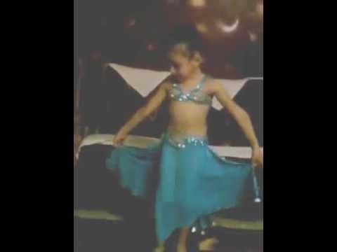 طفلة مصريه ترقص على حلاوة روح جامده جدا thumbnail