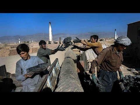 أفغانستان تحت حكم طالبان.. فقرٌ يتربص بالناس واقتصادٌ يسير نحو الهاوية
