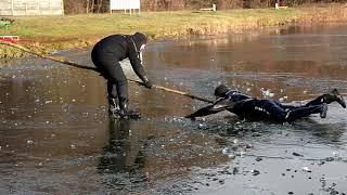 Гродненські рятувальники на озері Ювілейному провели тренування з порятунку людей з крижаної води