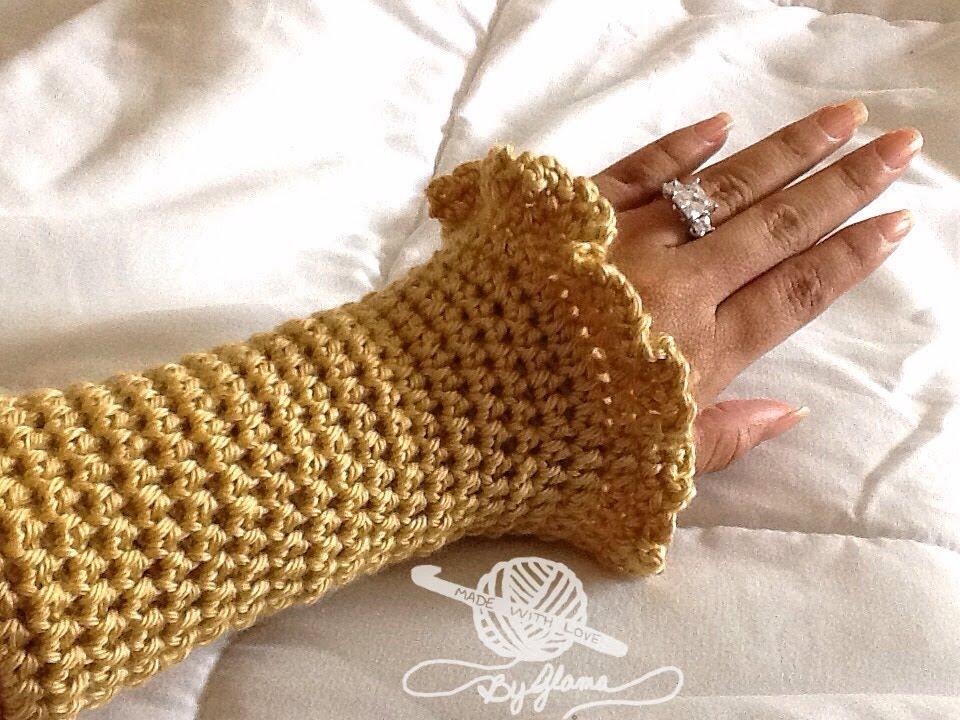 How To Crochet Glamas Ruffly Wrist Warmerscoat Cuffs Youtube