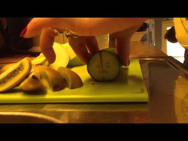 Suco de kiwi, maçã, pepino. Rejuvenecedor da pele