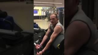 Poste biceps on charge à 37.5 pour les bibi et faire péter les veines