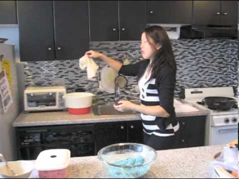How to make natural blue food coloring (Cookie Monster cupcakes ...