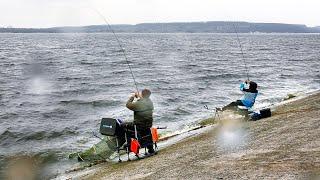 Рыбалка на фидер в шторм такое вот открытие сезона Первые ЛЕЩИ марта 2020 Фидер с Владом