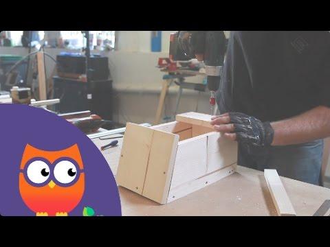 fabriquer une mangeoire pour oiseaux youtube. Black Bedroom Furniture Sets. Home Design Ideas