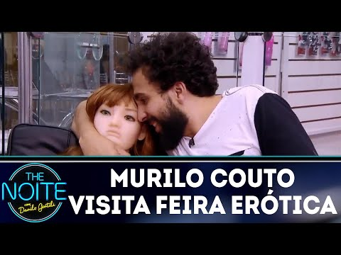 Murilo Couto visita feira erótica   The Noite (04/04/18)