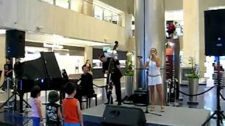 So Danco Samba (Antonio Carlos Jobim) by Dawn Ho @ Paragon Music En Vogue (23 Jun 10)