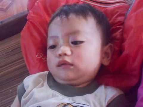 Bé Trịnh Quốc Tuấn 13 tháng tuổi.