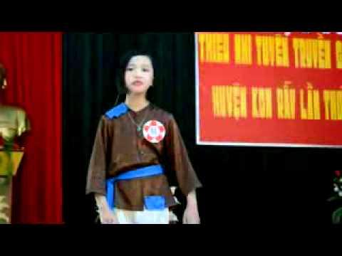 Uyên Nhi Lớp 4A giải nhì Hội thi Kể chuyện cấp huyện năm 2013
