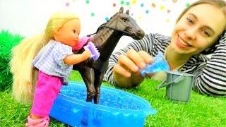 Кукла Штеффи идет кататься на лошади. Видео для девочек