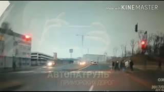 о.Русский ДТП : Девушка сбила пешеходов на светофоре.( ДТП 16.02.2017)