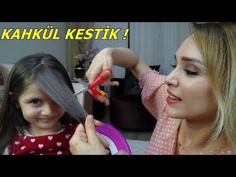 EVDE LİNA'YA KAHKÜL KESTİK! LİNA ÇOK SEVİNDİ   Funny Kids Video indir