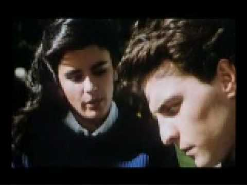Temblando - Hombres G escenas de Devuélveme a mi chica 1987