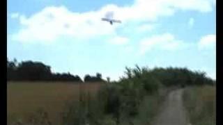 avion seconde guerre mondiale atterrissage très bas low