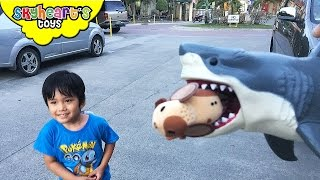 SHARKY wants to eat our pet mouse! Oh my gosh! Kid plays with mouse and shark toys for kids
