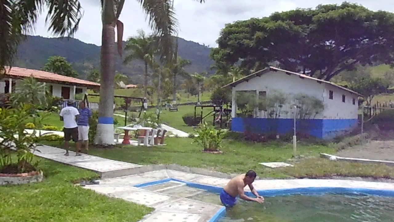 Finca la linda la iveria tulua valle piscina natural youtube for Piscinas ramirez