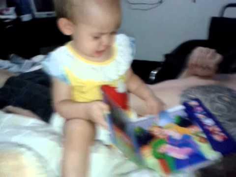 เด็ก 10 เดือน อ่านหนังสือ