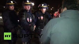 В Париже протест таксистов против системы Uber закончился столкновениями с полицией(, 2015-06-20T11:57:54.000Z)