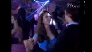 Chiquititas 2013/2014 - Público do baile pede beijo de Mili e Duda