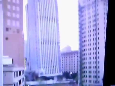 смотрите с какой легкостью рушатся здания.