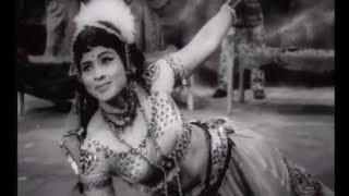 panam venum panam venum...athu eppadi vanthaalum. || Karuntheal Dannayiram Full Movie Song