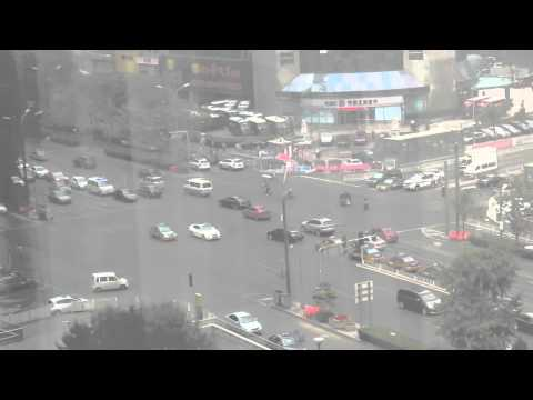 chaoyangmen Center Town: Busiest Intersection in China   昼も夜も混雑する交差点